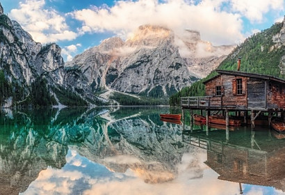 Tapeta Boat house in Alps ft-94825831